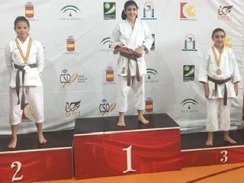 La almedinillense Paula Nieto Ordóñez, medalla de bronce en el XIX Trofeo Diputación de Kárate