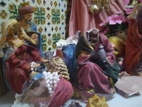 Destrozan el Belén y los adornos navideños del Círculo de la Amistad de Cabra