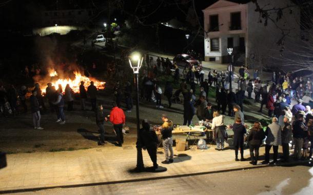 Las candelas protagonizan las noches del 1 y 2 de febrero en Almedinilla