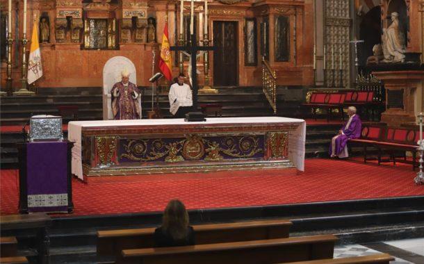 El Obispo de Córdoba da opción a comulgar en casa como