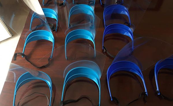 Fabrican viseras protectoras con impresoras 3D para los sanitarios de los pueblos de la Subbética