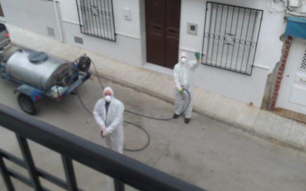 El Ayuntamiento de Almedinilla sigue con las tareas de desinfección de nuestras calles y espacios públicos
