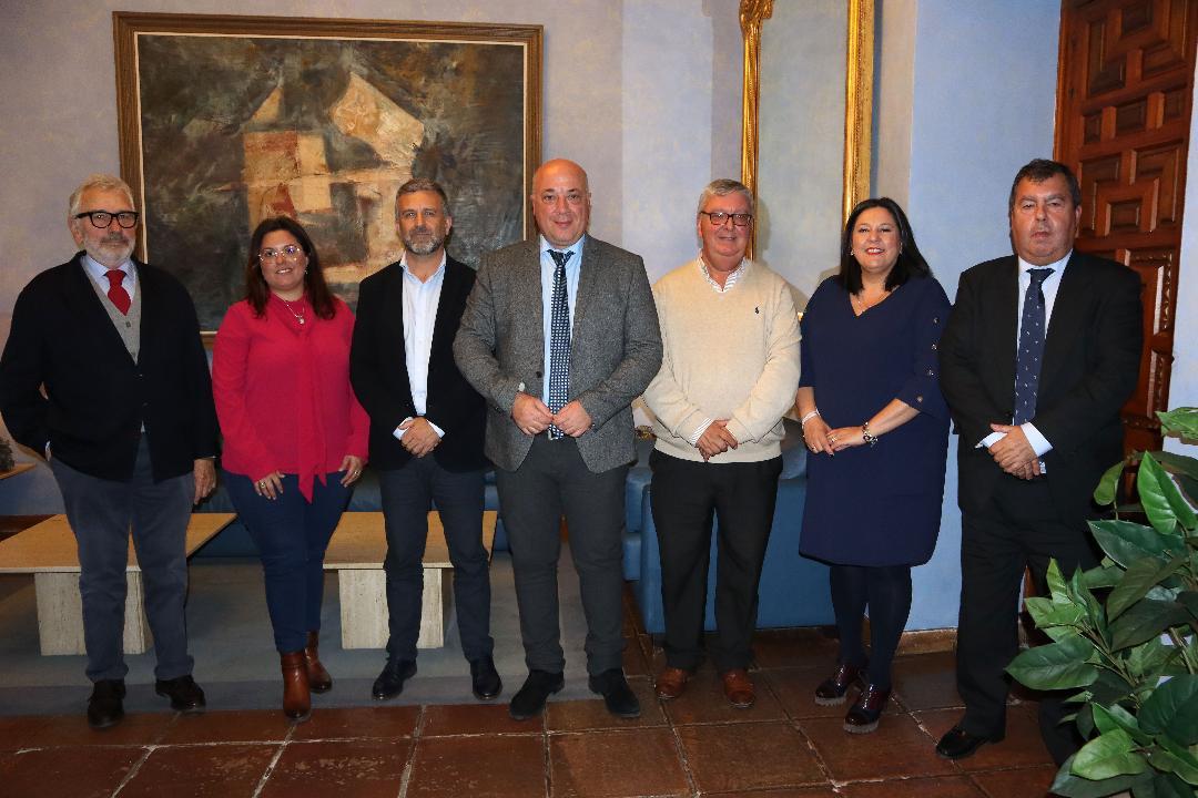 El presidente de la Diputación tiende la mano al sector agrario cordobés