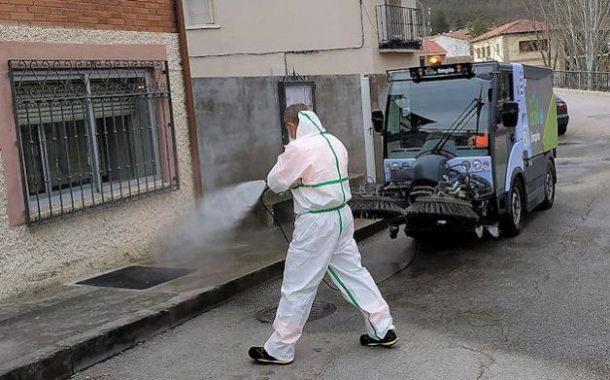 La Diputación desinfecta las travesías de las carreteras provinciales en Fuente Grande, Brácana y Los Ríos
