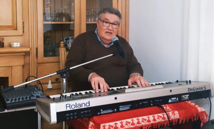La música en las ventanas y balcones se extiende a varias zonas de Almedinilla durante el confinamiento