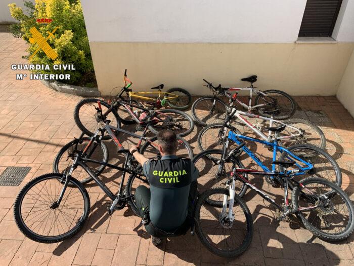La Guardia Civil recupera en Pozoblanco 8 bicicletas de alta gama y detiene al menor que supuestamente las había sustraído