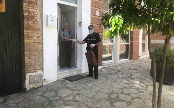 El Ayuntamiento de Almedinilla ya ha repartido 7.000 mascarillas por los domicilios del municipio