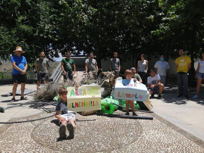 La Asociación ARBA limpia el cauce del río Caicena desde la Fuentezuela a la Veguilla