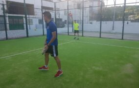 Se reanuda la actividad deportiva en la pista de pádel de Almedinilla