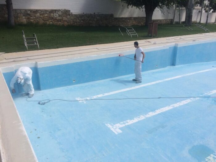 El Ayuntamiento de Almedinilla acomete la remodelación de la Piscina Municipal
