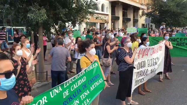 Las ampas de centros públicos de Córdoba exigen en redes que sus hijos estudien en el colegio elegido