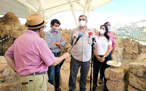 Cristina Casanueva visita el recinto fortificado del Cerro de la Merced