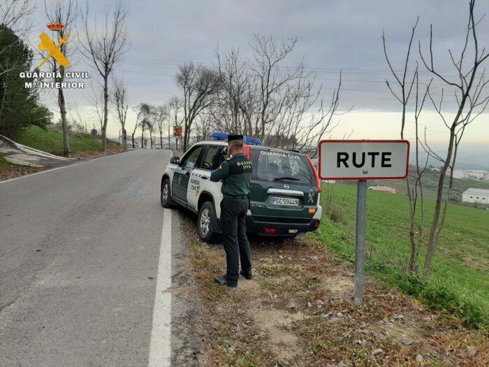 La Guardia Civil detiene en Rute a una persona como supuesto autor de siete delitos de robo con fuerza en el interior de vivienda y un delito de hurto.