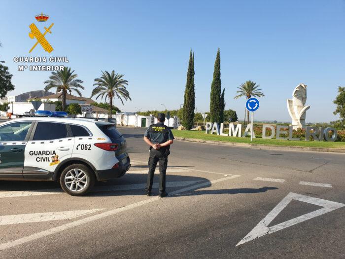 La Guardia Civil detiene a una persona e investiga a otra en Palma del Río como supuestos autores de un delito de atentado a funcionario público en ejercicio de sus funciones