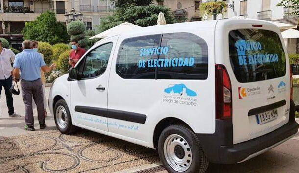 El ayuntamiento de Priego adquiere dos nuevos vehículos para el Mantenimiento de las Aldeas y el Servicio de Electricidad