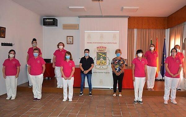 Fuente-Tójar entrega el nuevo uniforme de trabajo al personal del Servicio de Ayuda a Domicilio