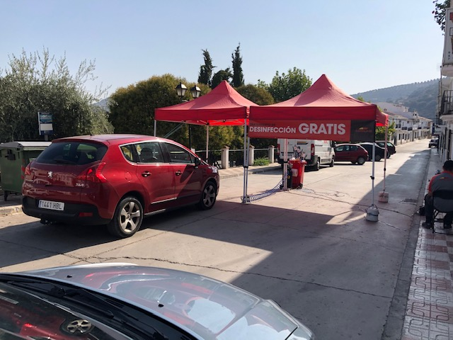 La empresa lucentina Carglass desinfecta vehículos en Almedinilla