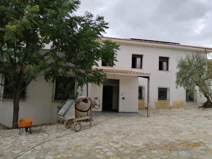 El futuro albergue municipal de Almedinilla va tomando forma
