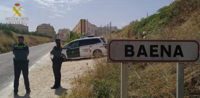 La Guardia Civil detiene en Baena a tres personas como supuestos autores de un delito de robo con violencia e intimidación y otro de allanamiento de morada