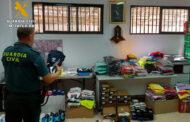 La Guardia Civil interviene en Fuente Palmera unas 1.000 prendas de ropa, calzado y complementos, supuestamente falsificados y detiene a una persona