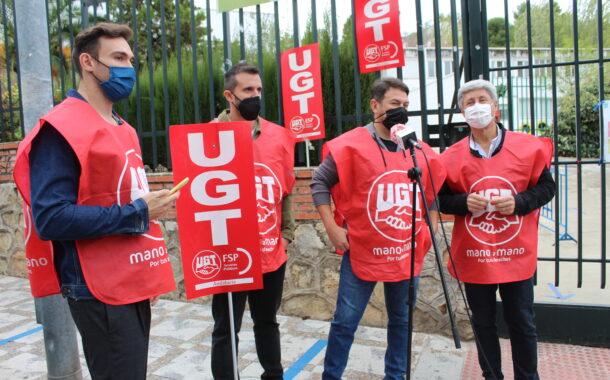 UGT apoya las reivindicaciones de los padres del CEIP Luque Onieva y denuncia la falta de profesorado y material de la Junta para hacer frente al Covid-19