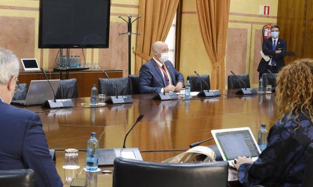 El presidente de la Diputación reclama en el Parlamento andaluz la implicación de la Junta de Andalucía en la lucha contra la despoblación