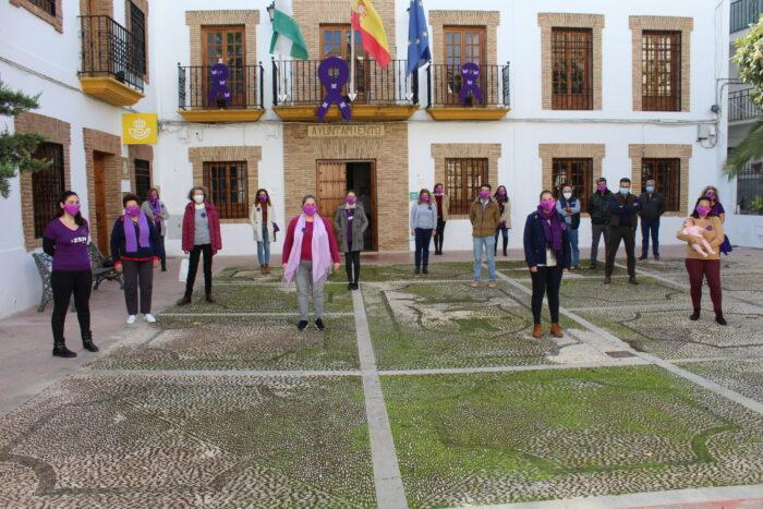 Concentración por el rechazo de la violencia de género en Almedinilla