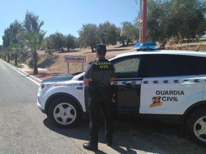 La Guardia Civil detiene a dos personas en Bujalance como supuestos autores de un delito de estafa y otro de usurpación de identidad