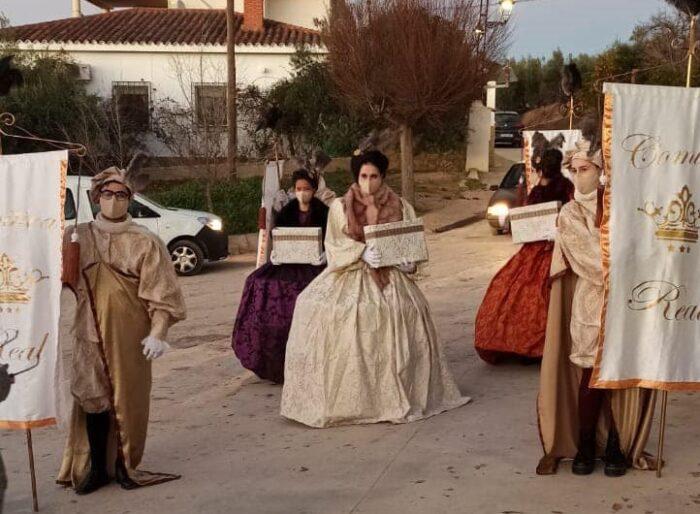 Las Mensajeras Reales recogen las cartas a los Reyes Magos en las aldeas de Almedinilla