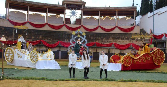 Los Reyes Magos reciben a los más pequeños en un espectacular Coliseo transformado en Palacio Real