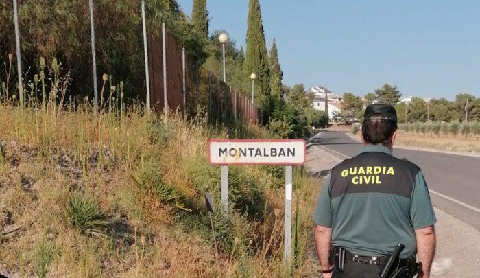 La Guardia Civil auxilia a dos personas en Montalbán que se encontraban en el interior de una vivienda en llamas