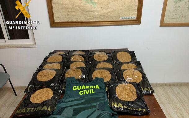 Guardia Civil aprehende unos 19 kilogramos de picadura de tabaco de contrabando y denuncia a una persona