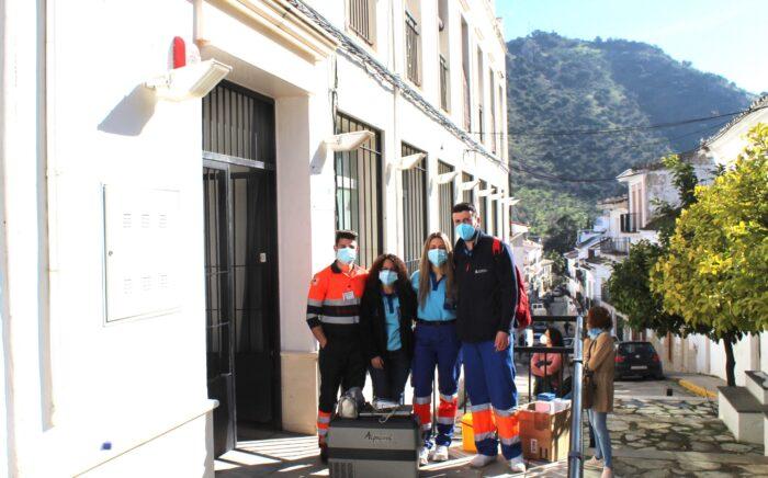 Los usuarios y trabajadores de la residencia de Almedinilla reciben la segunda dosis de la vacuna