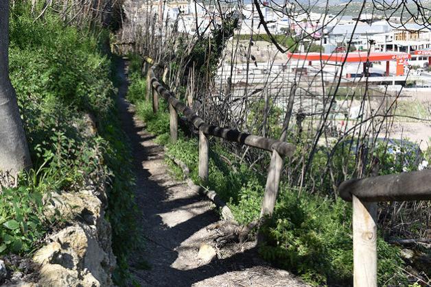 Priego tendrá un corredor verde bordeando la muralla del bajo Adarve