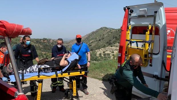 Bomberos y Guardia Civil de Priego de Córdoba realizan un complicado rescate de una senderista en el paraje del Salto del Caballo