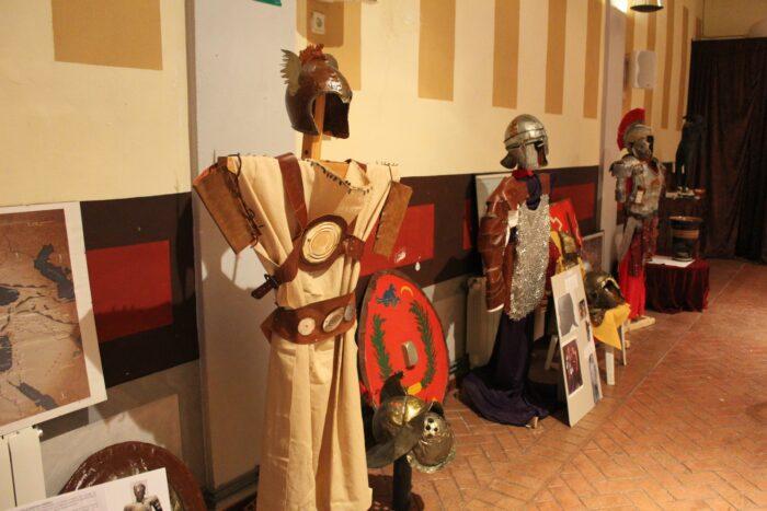 José Antonio Antón Valero dona una colección de panoplias al Ayuntamiento de Almedinilla