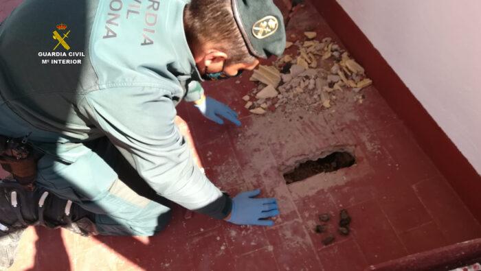 El SEPRONA investiga en Puente Genil a tres personas por su presunta responsabilidad en la muerte de una colonia de murciélagos
