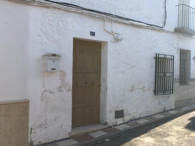 El Ayuntamiento de Almedinilla incrementa el patrimonio, gracias a la herencia otorgada por Juan Tirado Lopera y donación de los herederos de Araceli Aguilera Muñoz