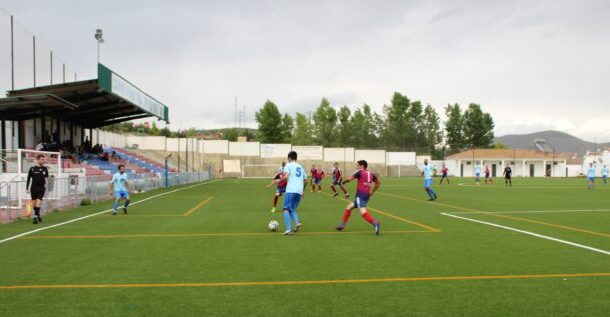 El Almedinilla Atlético pierde el penúltimo partido de la liga en el municipal Víctor Méndez de Posadas