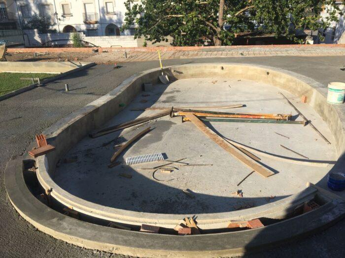 El Ayuntamiento de Almedinilla renueva la piscina de niños ante la apertura de este servicio municipal