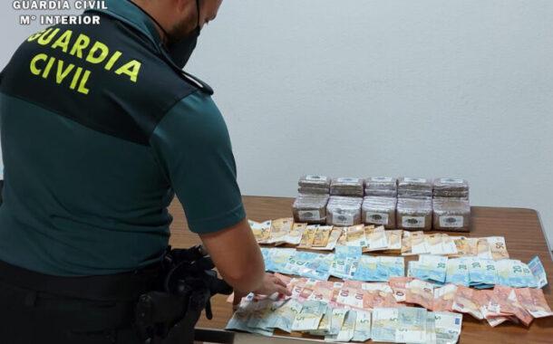 La Guardia Civil detiene en Rute a un vecino de la localidad de Lucena, como supuesto autor de un delito de tráfico de droga