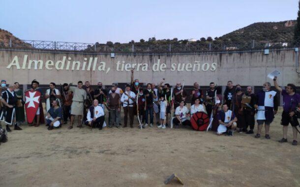 Almedinilla acoge a varias compañías de arqueros medievales en el Coliseo