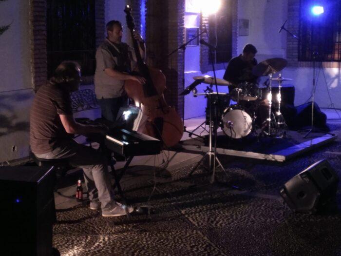 La magia del jazz inunda la plaza del Ayuntamiento