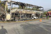 Un autobús de línea Carreras queda calcinado en Rute