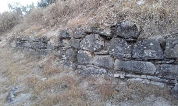 La Guardia Civil inicia la investigación sobre la destrucción del yacimiento del siglo I en Almedinilla