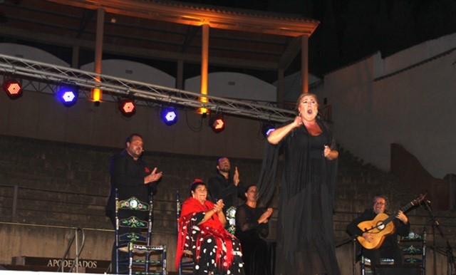 El duende flamenco jerezano envuelve el Coliseo de Almedinilla