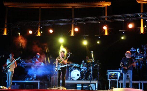 Espectacular concierto de Apache en el Coliseo de Almedinilla
