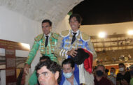 Salida a hombros de Curro Díaz y Octavio Chacón en Priego ante un exigente encierro de Victorino Martín