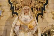 Más de 200 personas rinden tributo a la Virgen de los Dolores